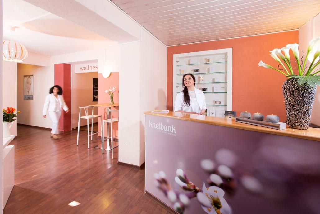 Adriana Dias, diplomierte Kosmetikerin und Inhaberin der Knetbank in Bern.
